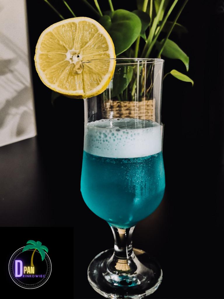 Zielona Laguna, drink alternatywny z sokiem ananasowym Green Lagoon